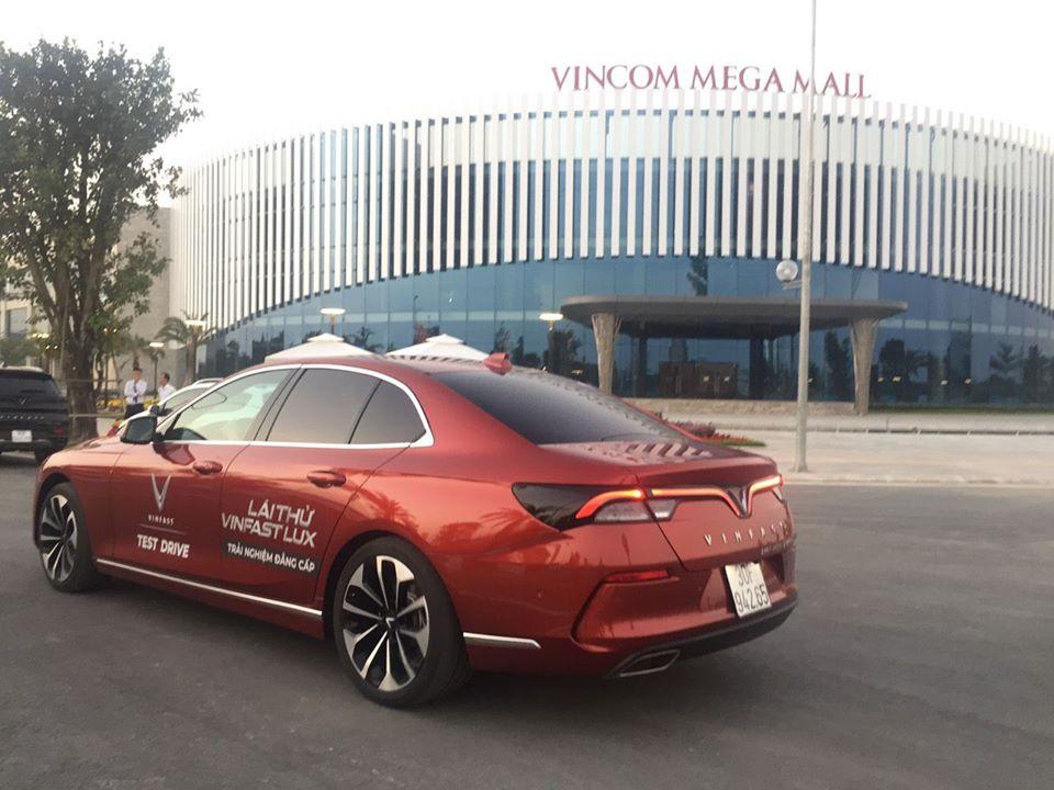 Lái thử xe Vinfast tại vinhomes smart city