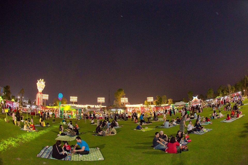 quảng trường thảm cỏ tại vinhomes smart city